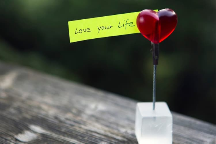 heart with a note love your life
