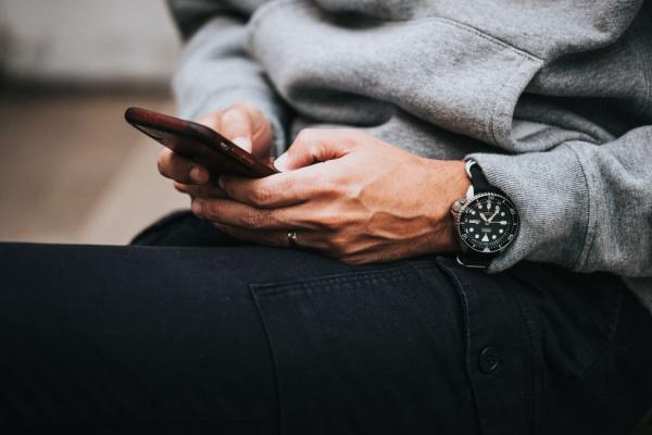 man holding phone texting